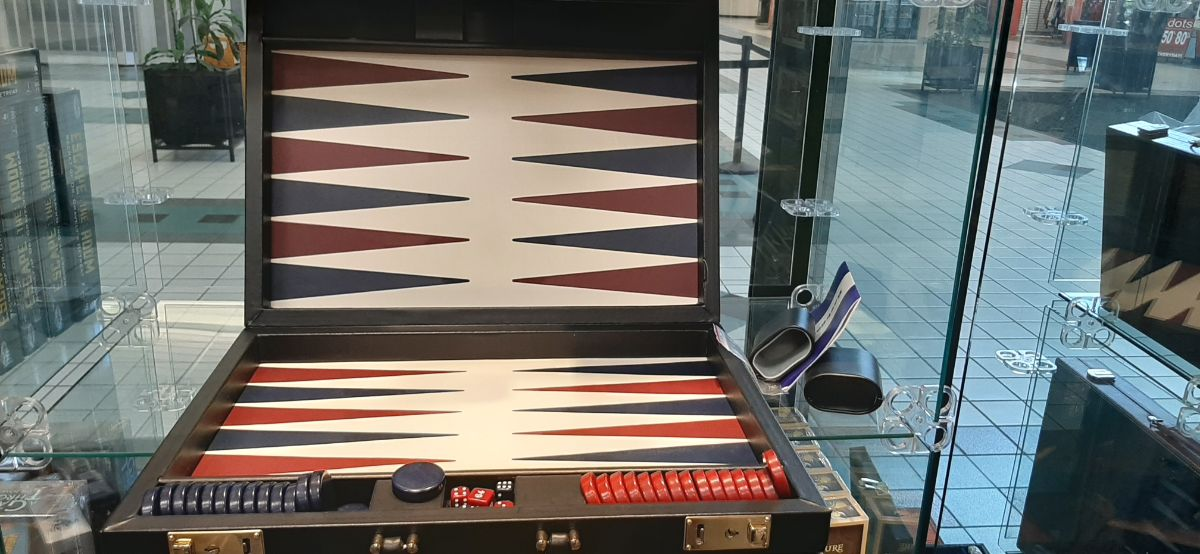 red and black Backgammon set